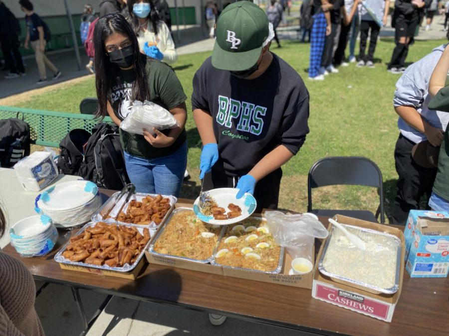 Clubs and classes selling food at Food Fest 2021